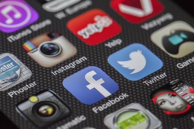 mobilapp facebook och twitter